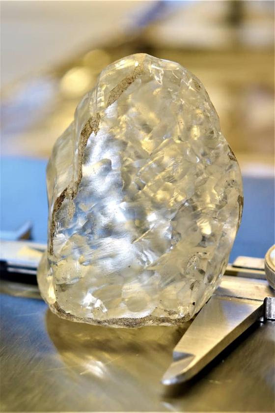 뎁스와나가 지난 1일 아프리카 보츠와나 즈와넹 광산에서 채굴한 1098캐럿 다이아몬드. 로이터=연합뉴스