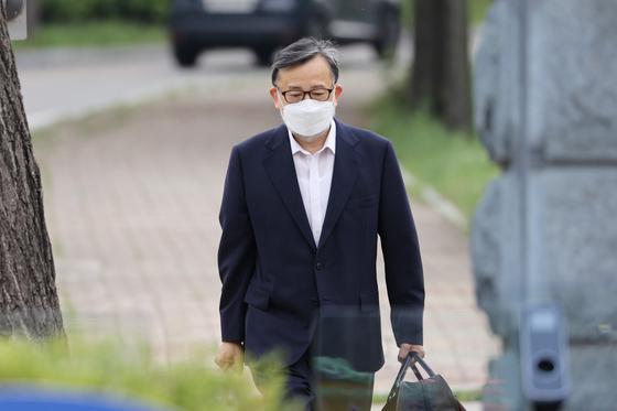 지난 10일 서울구치소에서 나오는 김학의 전 법무부 차관. [연합뉴스]