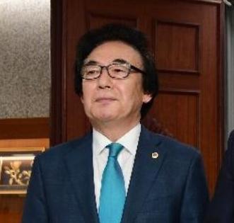 유치원車 타고 버스전용 차로 달렸다···서울시의원 징계 논의