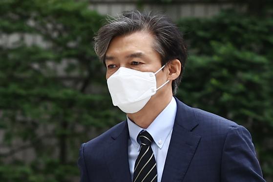조국 전 법무부 장관이 지난 11일 서초동 서울중앙지법에 출석하고 있다. 연합뉴스
