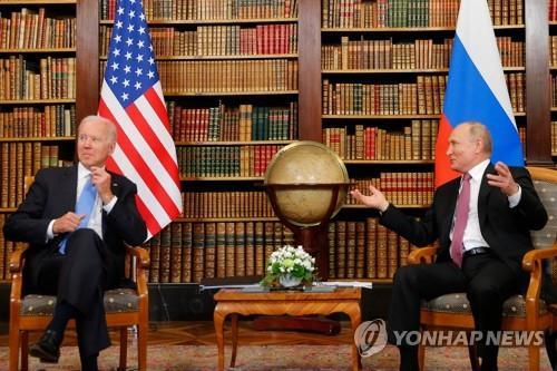스위스 제네바에서 회담한 바이든(좌) 미국 대통령과 푸틴 러시아 대통령. AFP=연합뉴스