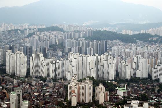 서울 영등포구 여의도 63아트에서 바라본 아파트 모습. 뉴스1