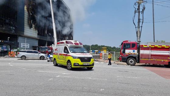 19일 오후 쿠팡 물류센터 화재 현장에서 실종된 김모 구조대장에 대한 수색이 재개됐다. 김 구조대장은 숨진 채 발견됐다. 심석용 기자