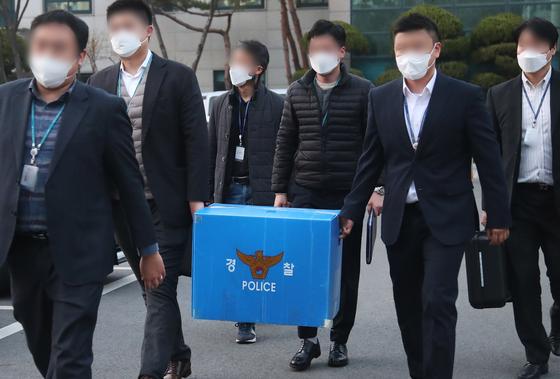 압수수색에 나선 경찰. 기사 내용과 무관함. 연합뉴스