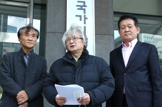 김민웅 경희대학교 교수(가운데). 연합뉴스