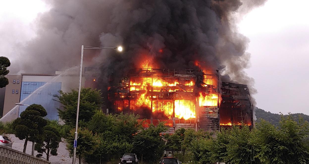 [이 시각]나흘째 진화 중 쿠팡 물류센터 화재…언제쯤 이런 비극이 멈출지