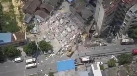 무너진 건물 현장. 바이두 캡처