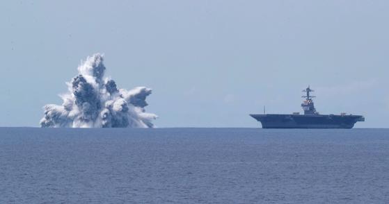 미 해군은 보유 항모들의 전쟁 대비 능력을 검정하기 위해 모든 항모들에 대한 폭발 실험인 'Full Ship Shock Trials'를 시작했다. 제럴드 포드함에 대한 실험은 그 첫번째로 실시됐다. AFP=연합뉴스