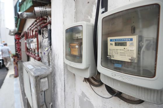 서울 마포구 주택가에 설치된 전기 계량기. 연합뉴스