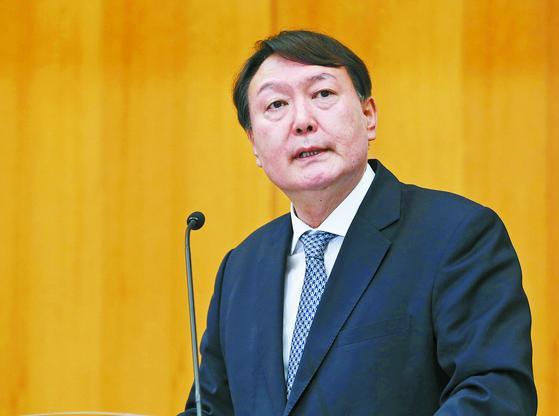 윤석열 전 검찰총장은 선거범죄에 대한 엄정 대응 의지를 밝혔다. 오종택 기자