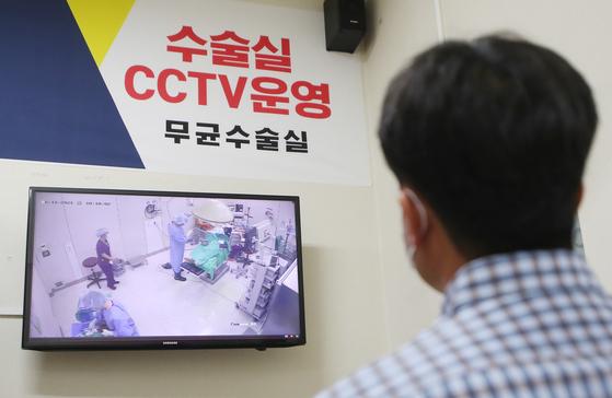 """""""대리수술 근절"""" vs """"수술환경 해쳐""""..수술실 CCTV 찬반 팽팽"""