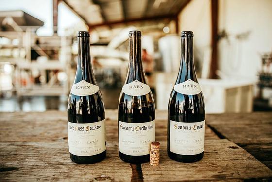 미국 와인의 전설, '로버트 몬다비'의 손자들이 빚어낸 래인 와인 3종. [사진 나라셀라]