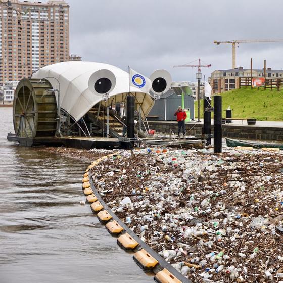 미국 볼티모어 존스폴강의 '미스터 쓰레기 바퀴'. [사진 볼티모어 선]