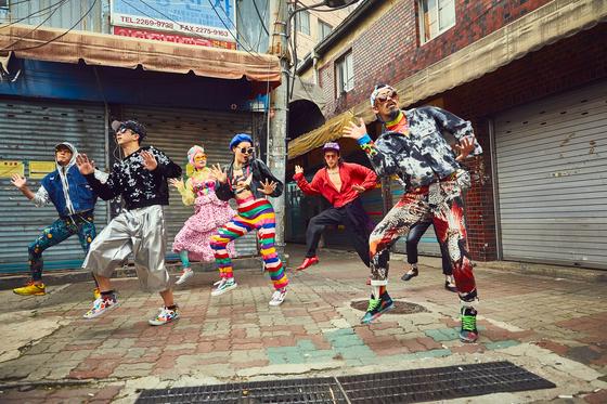 21일 공개된 콜드플레이와 앰비규어스댄스컴퍼니가 협업한 '하이어 파워' 댄스 비디오. 서울 구석구석을 누비며 촬영했다. [사진 jino park]