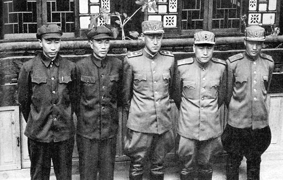 북한ㆍ중공군 대표단. 짙은 군복을 입은 왼쪽 두 사람이 중공군 대표다.  [중앙포토]