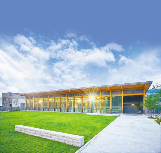 아너스톤은 최고급 시설을 보유하고 있는 실내 봉안당으로 자연을 품은 실내공간과 안락하고 고급스러운 인테리어를 갖추고 있다. [사진 용인공원]
