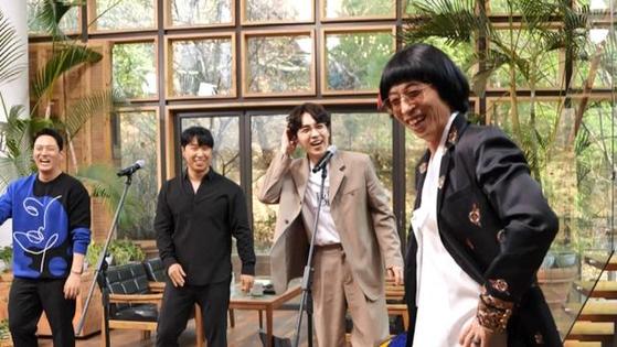 '놀면 뭐하니?'에서 SG워너비와 만난 유야호. 이들의 데뷔곡 '타임리스'(2004) 같은 곡을 부르는 남성 보컬 그룹 'MSG워너비'를 결성하기 위한 프로젝트를 진행 중이다. [사진 MBC]