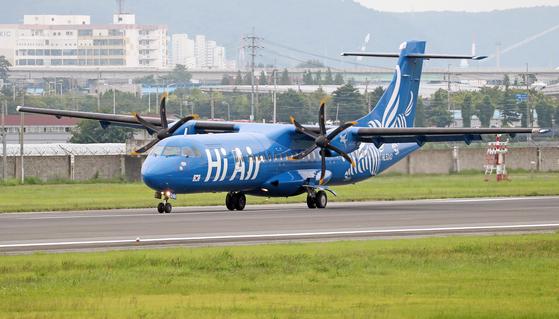 소형항공사 '하이에어(Hi Air)'가 운영 중인 터보프롭 ATR 72-500 항공기. 뉴스1