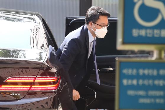 김진욱 고위공직자범죄수사처 처장이 22일 오전 출근하고 있다. 뉴스1