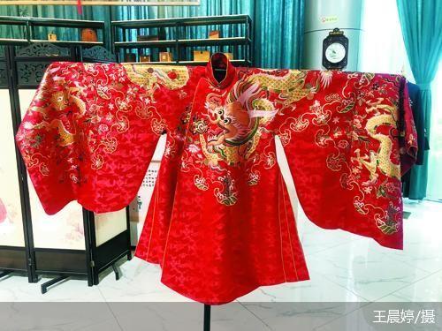 차오현에서 판매하는 중국 전통 복장 [북경상보 캡처]