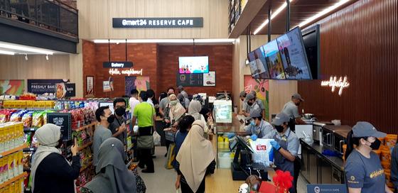 편의점 이마트24가 24일 말레이시아 쿠알라룸푸르에 1호점을 오픈했다. [사진 이마트24]