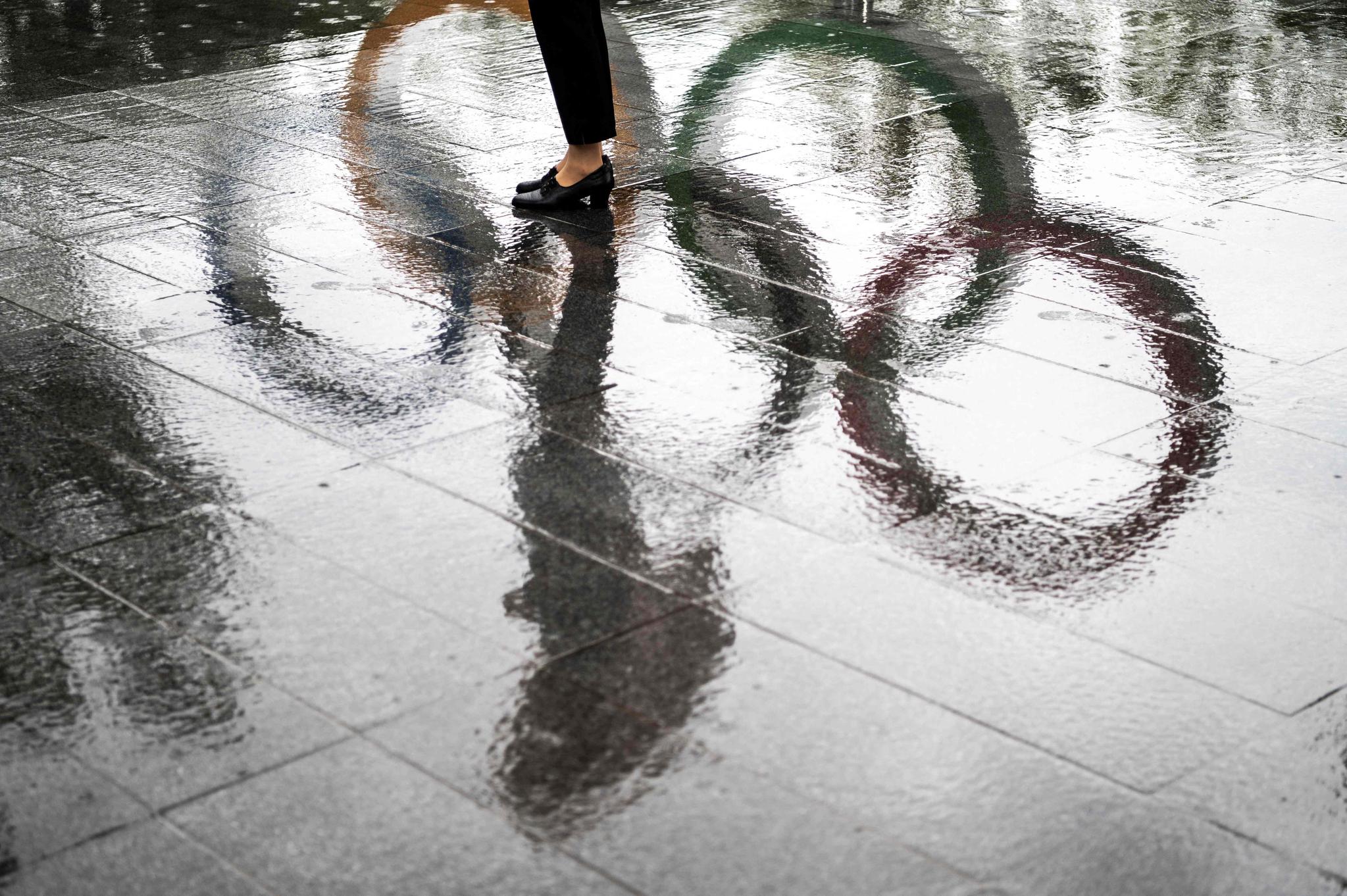 도쿄 내셔널 스타디움 인근 도로의 오륜기 모습. [AFP=연합뉴스]
