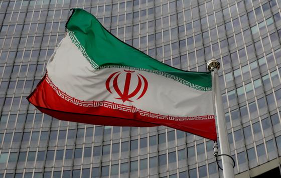오스트리아 빈의 국제원자력기구(IAEA) 에 게양된 이란 국기. 로이터=연합뉴스