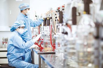 대웅제약 연구원들이 위식도 역류질환, 섬유증 분야 혁신 신약 개발에 역량을 집중하고 있다.