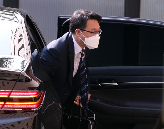 김진욱 고위공직자범죄수사처 처장이 24일 오전 출근하고 있다. 뉴스1