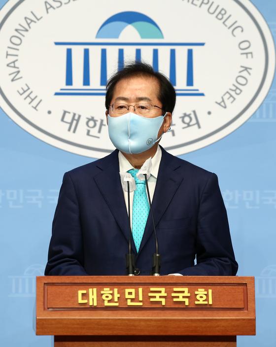 1년 3개월만에 국민의힘 복당의 결정된 홍준표 의원이 24일 국회 소통관에서 기자회견을 하고 있다. 2021.6.24 오종택 기자