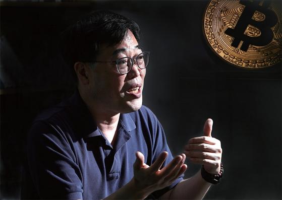 김기식 전 금융감독위원장은 암호화폐 시장으로 몰려든 2030세대의 박탈감을 안타까워하지만, 결국에는 그들에게 더 큰 재앙으로 돌아올 사태를 우려한다.