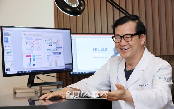 이홍기 EHL 바이오 대표가 지방줄기세포를 정맥으로 투여하는 세계 최초의 임상을 통한 아토피피부염 치료제 개발에 자신감을 드러내고 있다. 정시종 기자
