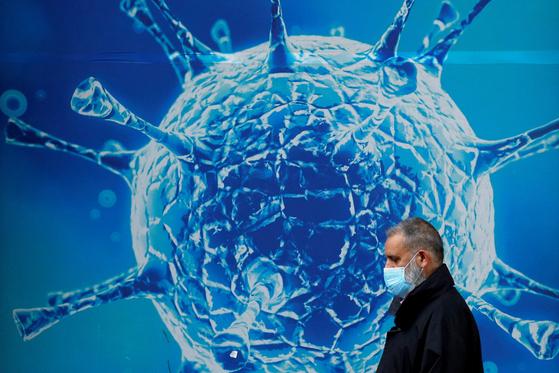 영국은 델타 변이 확산으로 인한 감염자 수 급증으로 예정됐던 봉쇄 해제를 한 달 뒤로 연기했다. [로이터=연합뉴스]