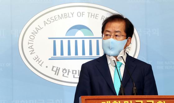 1년 3개월만에 국민의힘 복당이 결정된 홍준표 의원이 24일 국회 소통관에서 기자회견을 하고 있다. 오종택 기자