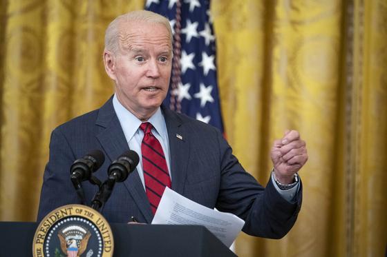 조 바이든 미국 대통령은 24일(현지시간) 미 백악관에서 인프라 투자안에 대해 초당파 상원 의원들과 합의했다고 밝혔다. [EPA=연합뉴스]