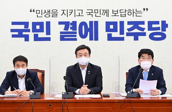더불어민주당 박완주 정책위의장이 24일 오전 서울 여의도 국회에서 열린 정책조정회의에서 발언 하고 있다. 오종택 기자