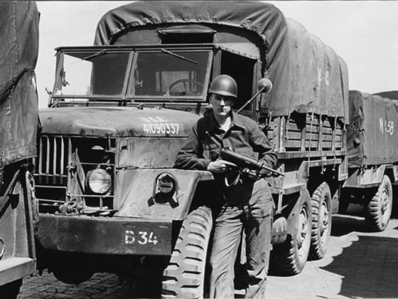 한국은행 금괴 수송에는 미군 GMC 트럭이 투입됐다. 2차세계대전 이후 1960년대까지 쓰였던 대표적인 군용 차량이다. 6ㆍ25 전쟁 당시 한국군도 운용했다. 2차세계대전 당시 작전 중인 차량. 중앙포토