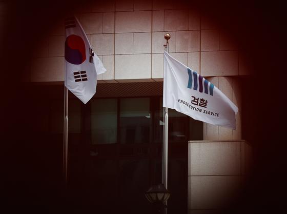 법무부는 지난 25일 역대 최대 규모의 중간간부 인사를 단행했다. 정권 관련 주요 수사팀장들이 모두 교체됐다. 사진은 이날 서울 서초구 대검찰청의 모습. [뉴스1]