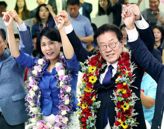 2018년 6.13 지방선거에서 경기도지사로 당선된 이재명 당시 민주당 후보와 부인 김혜경씨. 김경록 기자