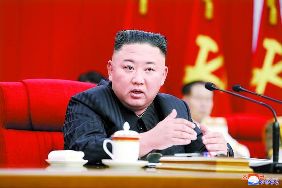지난달 17일 북한 노동당 전원회의를 주재하는 김정은 북한 국무위원장. 조선중앙통신. 연합뉴스.