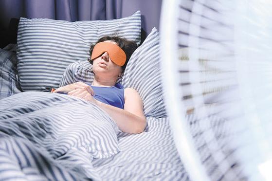 밀폐된 곳에서 선풍기를 틀고 자도 산소가 소모되지 않아 선풍기와 돌연사는 관련 없다.