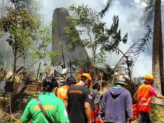 필리핀 군용기 추락 최소 29명 사망