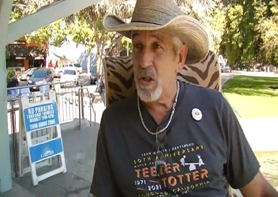 미국 캘리포니아에 거주하는 척 워커는 현지 언론과 인터뷰에서 ″손자에게 웃음을 주고 싶었다″고 도전 이유를 밝혔다. [CNN]