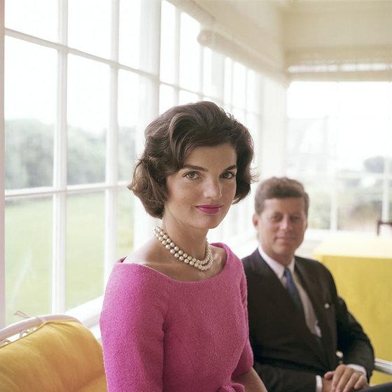 재클린 케네디 여사와 존 F 케네디. 이들 사이 한 영국 귀족이 사상 첫 핵전쟁의 위기를 막았다. [중앙포토]