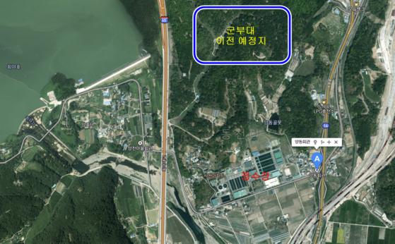 울산 울주군 청량읍 양동마을. 사진 왼쪽에는 회야댐이, 양동마을 중간에는 정수장이 자리잡고 있다. 마을 양쪽으로 고속도로와 철길, 14호 국도가 있어 마을이 갈린다. [사진 카카오맵 캡처, 편집 백경서 기자]