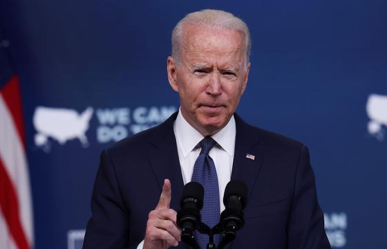 조 바이든 미국 대통령이 6일(현지시간) 코로나19 백신 접종 대응과 관련해 연설하고 있다. [로이터=연합뉴스]