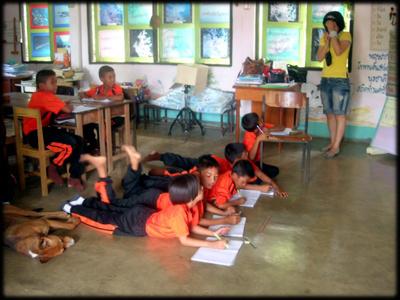 대학 3학년이던 2007년 태국 뿌랏지와키리리칸이라는 시골마을에 간 소현씨는 한 달 동안 그들의 문화 속에 들어가 함께 숙식하고 아이들에게 영어를 가르쳤다.