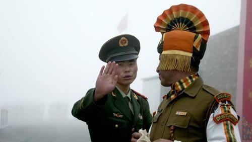 국경 지대의 중국군과 인도군 [AP=연합뉴스]