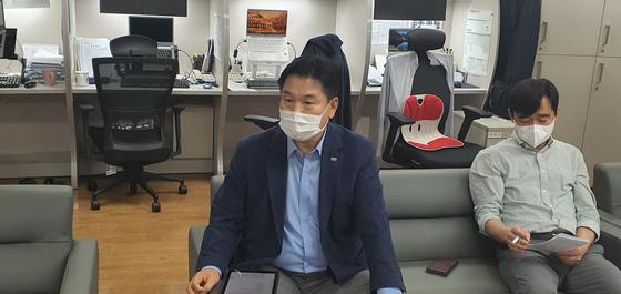 사의 표명하는 홍의락 대구시 경제부시장. 연합뉴스