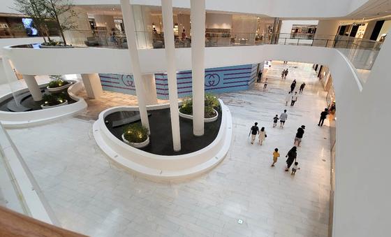 11일 수도권 최대 규모 쇼핑몰인 '더 현대 서울' 1층이 한산하다. 김상선 기자
